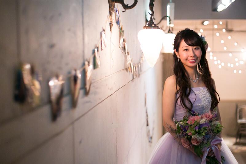 カラードレスを纏う新婦