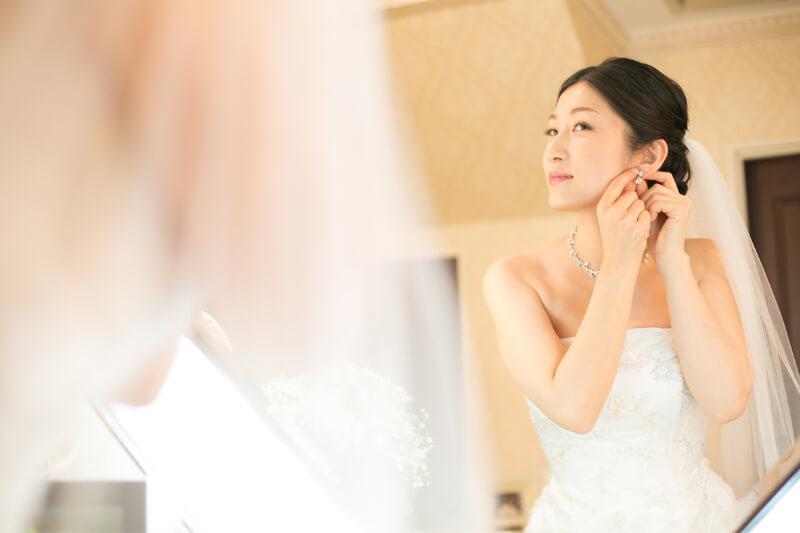 鏡に映る新婦